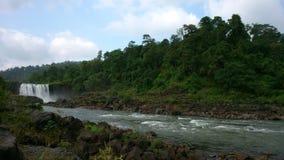 Primavera de la cascada en agosto Fotos de archivo libres de regalías