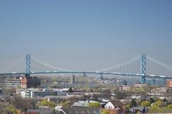 Primavera 2015 de la frontera internacional de Canadá Detroit del puente del embajador Imágenes de archivo libres de regalías