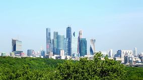 Primavera del centro de ciudad de Moscú de los rascacielos