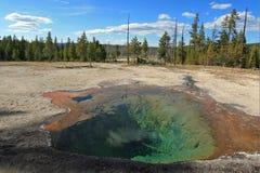 Primavera del limone dell'azionamento del lago Firehole nel parco nazionale di Yellowstone nel Wyoming U.S.A. Immagine Stock Libera da Diritti