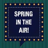 Primavera del texto de la escritura en el aire Las flores hermosas de la estación de la sensación natural del significado del con libre illustration
