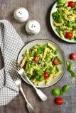 Primavera della pasta sull'piatti d'annata Fotografie Stock