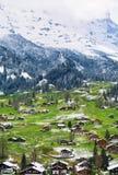 Primavera ed inverno in montagna delle alpi, regione di Jungfrau, Svizzera Fotografia Stock
