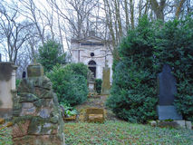 Primavera en cementerio judío abandonado y registrado Imagen de archivo
