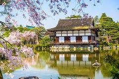 Primavera en la capilla de Heian en Kyoto Fotos de archivo