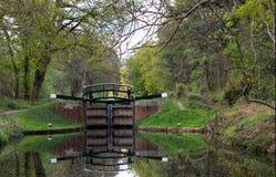 Primavera en la cerradura del canal Foto de archivo libre de regalías