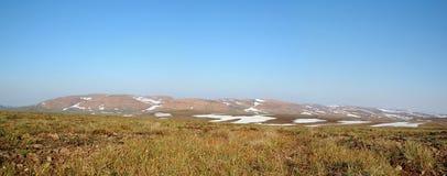 Primavera en la tundra (panorama de Siberia del norte) imagen de archivo libre de regalías