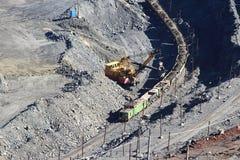 Primavera enorme del ruso de Gubkin de mina de mineral de hierro de la mina Fotos de archivo