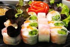 Primavera fresca Rolls - comida vietnamita del camarón imagen de archivo