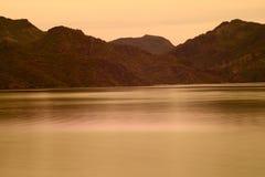 Primavera nel lago saguaro in Arizona fotografia stock libera da diritti