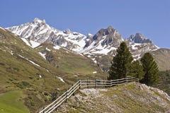 Primavera nelle montagne del Tirolo del sud Immagine Stock