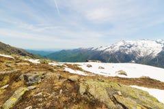 Primavera nelle valli alpine italiane Immagini Stock Libere da Diritti