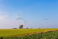 Primavera o paesaggio autunnale con i mulini a vento sui campi Immagine Stock Libera da Diritti