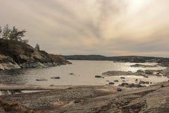 Primavera septentrional fría en el lago Ladoga foto de archivo libre de regalías
