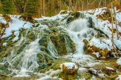 Primaveras grandes de la colina en cubierta del invierno Fotografía de archivo