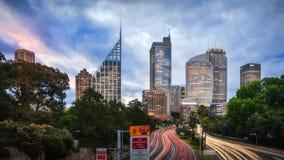 Prime luci a Sydney al crepuscolo Fotografia Stock Libera da Diritti