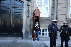 PRIME MINISTER AND MINSTER ENTER AMALIENBORG PALACE Royalty Free Stock Photos