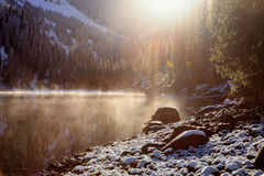 Prime precipitazioni nevose sul lago Fotografia Stock