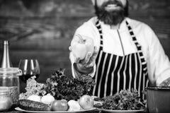 Primeira etapa que cozinha vegetal da picareta do prato o melhor Alimento biol?gico Ingredientes frescos somente Refei??o do vege fotografia de stock royalty free