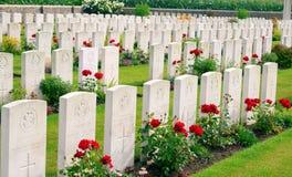 A Primeira Guerra Mundial Ypres Flander Bélgica de Bedford House Cemetery fotos de stock royalty free
