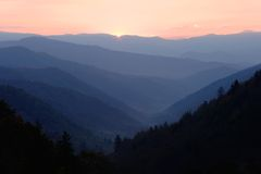 Primeira luz sobre o vale da montanha Fotografia de Stock Royalty Free