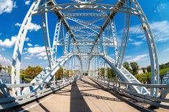 Primeiramente na ponte de arco de aço de Rússia no rio Msta em Borovichi fotografia de stock royalty free