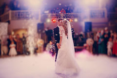 Primeiramente noiva da dança em um restaurante fotografia de stock