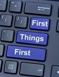 Primeiras coisas primeiramente no teclado imagem de stock