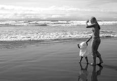 Primeiras etapas na praia Fotos de Stock