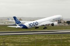 Primeiro Airbus A350-1000 a voar Fotografia de Stock