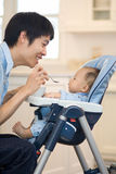 Primeiro alimento contínuo do bebê Fotos de Stock