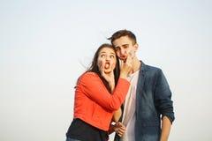 Primeiro amor Adolescentes em uma data foto de stock