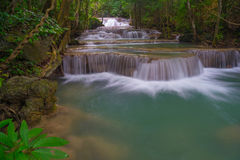 Primeiro andar da cachoeira de Huay Mae Kamin Fotos de Stock Royalty Free