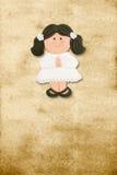 Primeiro comunhão do cartão vertical, menina triguenha engraçada Foto de Stock