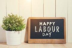 Primeiro de maio, o 1º de maio Placa de giz pequena com Dia do Trabalhador do texto Internati Fotografia de Stock Royalty Free