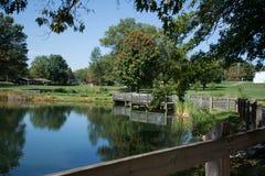 Primeiro dia do outono pelo lago imagem de stock royalty free