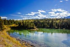 Primeiro lago, vale dos 5 lagos, Jasper National Park, Alberta Imagens de Stock Royalty Free