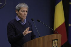 Primeiro ministro romeno conferência de imprensa de Dacian Ciolos fotografia de stock royalty free