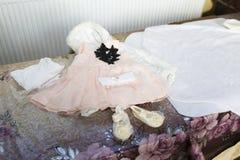 Primeiros coágulos do bebê após o banho do batismo Imagens de Stock