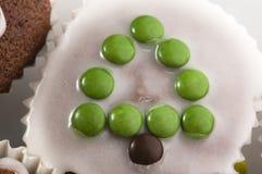 Primeiros queques do chocolate. árvore de Natal Imagem de Stock