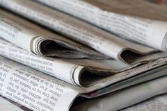 PRIMELIN, FRANKRIJK - SEPTEMBER 24Â: Stapel van kranten, 24 September, 2016 Stock Afbeeldingen