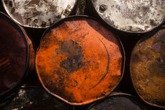 Primer apilado de los tambores de acero Fotos de archivo libres de regalías