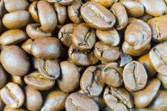 Primer asado de los granos de café Fondo de los granos de café Fotografía de archivo libre de regalías