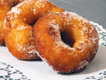 Primer azucarado de los anillos de espuma del carnaval delicioso Imagen de archivo libre de regalías