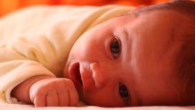 Primer bebé del mes almacen de video
