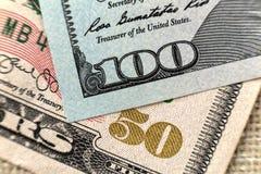Primer colorido del fondo del dinero Detalles de las cuentas americanas de los billetes de banco de la divisa nacional Símbolo de fotografía de archivo libre de regalías