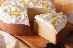 Primer cortado torta de los leches de Tres horizontal Imagenes de archivo