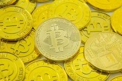 Primer crypto de la imagen del dinero electrónico de la moneda de Bitcoin fotografía de archivo libre de regalías