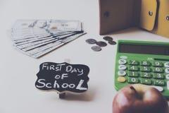 Primer día de costos de la escuela Foto de archivo libre de regalías