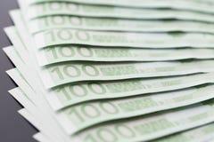 Primer de 100 billetes de banco euro Fotos de archivo libres de regalías
